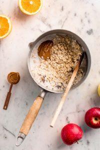 ricetta porridge alle mele cremoso vegan senza glutine come fare il porridge torta di mele how to make creamy apple pie oatmeal recipe gluten-free