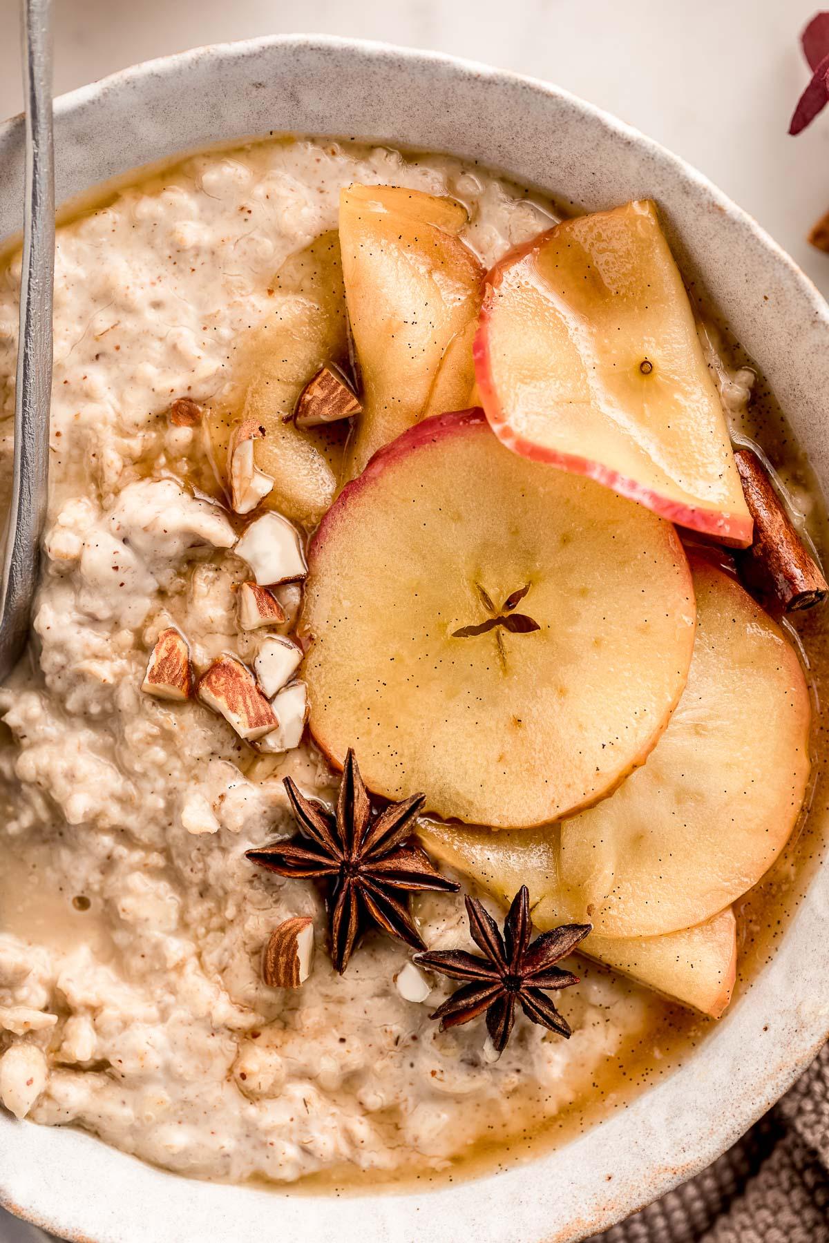 ricetta porridge alle mele e cannella cremoso fiocchi di avena porridge torta di mele vegan healthy creamy apple pie oatmeal recipe gluten-free