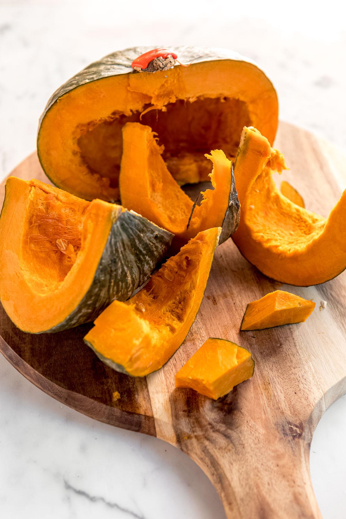 come pulire la zucca per preparare la ricetta dei COOKIES alla ZUCCA e CIOCCOLATO Vegan how to make homemade pumpkin puree for healthy VEGAN PUMPKIN CHOCOLATE CHIP COOKIES