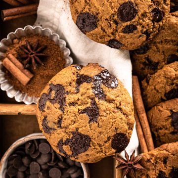 healthy VEGAN PUMPKIN CHOCOLATE CHIP COOKIES recipe photography ricetta COOKIES alla ZUCCA e CIOCCOLATO biscotti alla zucca e gocce di cioccolato senza uova senza burro #vegan #pumpkinspice #cookies