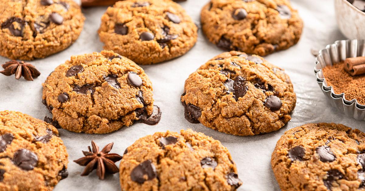 ricetta COOKIES VEGAN SENZA GLUTINE alla ZUCCA e cioccolato biscotti al cioccolato senza uova senza burro GLUTEN FREE VEGAN CHOCOLATE CHIP PUMPKIN COOKIES recipe #healthy FB
