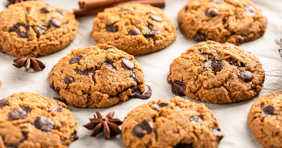 ricetta COOKIES VEGAN SENZA GLUTINE alla ZUCCA e cioccolato biscotti al cioccolato senza uova senza burro GLUTEN FREE VEGAN CHOCOLATE CHIP PUMPKIN COOKIES recipe #healthy #vegan
