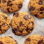 ricetta COOKIES alla ZUCCA e CIOCCOLATO biscotti alla zucca e cioccolato senza uova senza burro healthy VEGAN PUMPKIN CHOCOLATE CHIP COOKIES #vegan #pumpkin #cookies #chocolate #biscotti