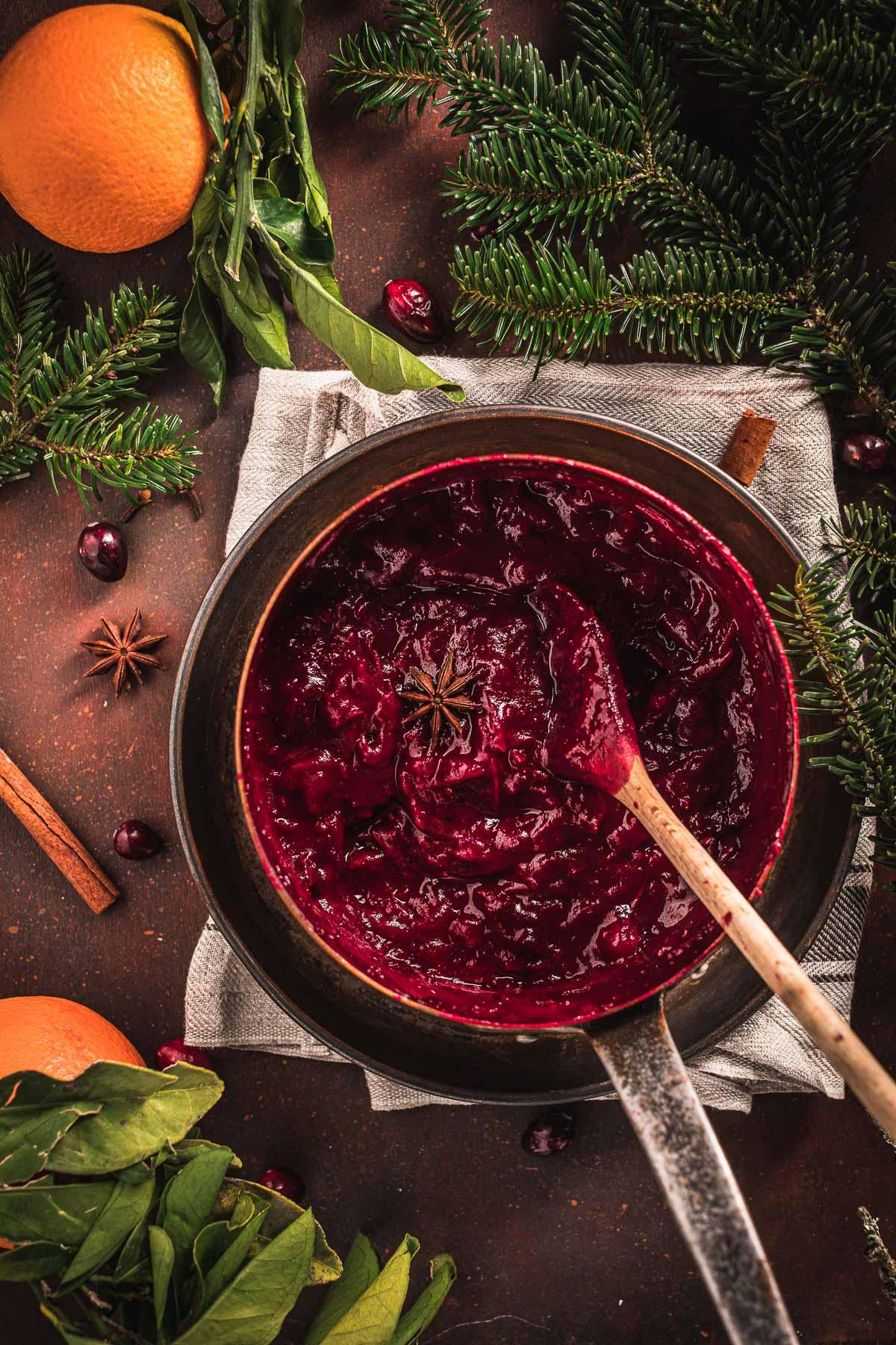 Maple Cranberry Sauce recipe naturally sweetened with maple syrup ricetta salsa di mirtilli rossi senza zucchero vegan Natale Thanksgiving