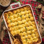 healthy Vegan Shepherd's Pie recipe with lentil ragu for Thanksgiving ricetta di Natale Shepherd's Pie vegana di lenticchie con ragù di lenticchie funghi