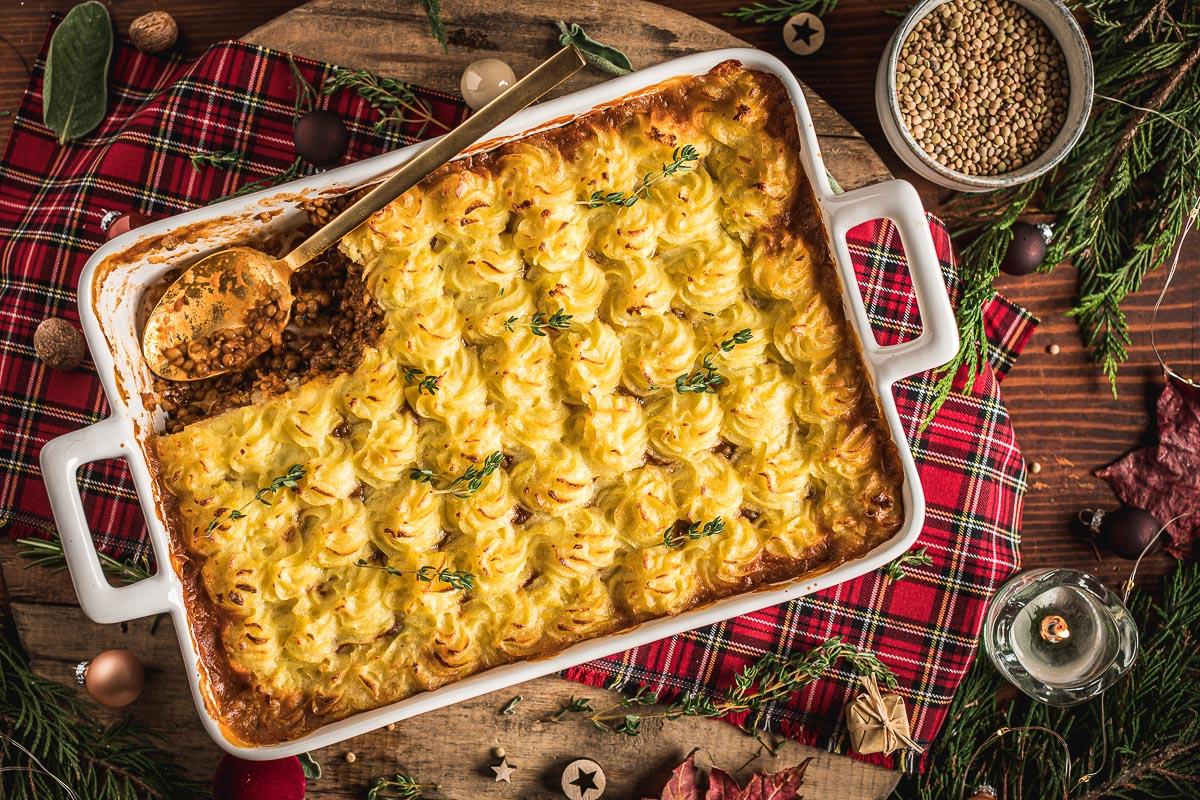 healthy Vegan Shepherd's Pie recipe with lentil ragu mash potatoes for Thanksgiving Christmas ricetta di Natale Shepherd's Pie vegana di lenticchie con ragù di lenticchie funghi e purè di patate