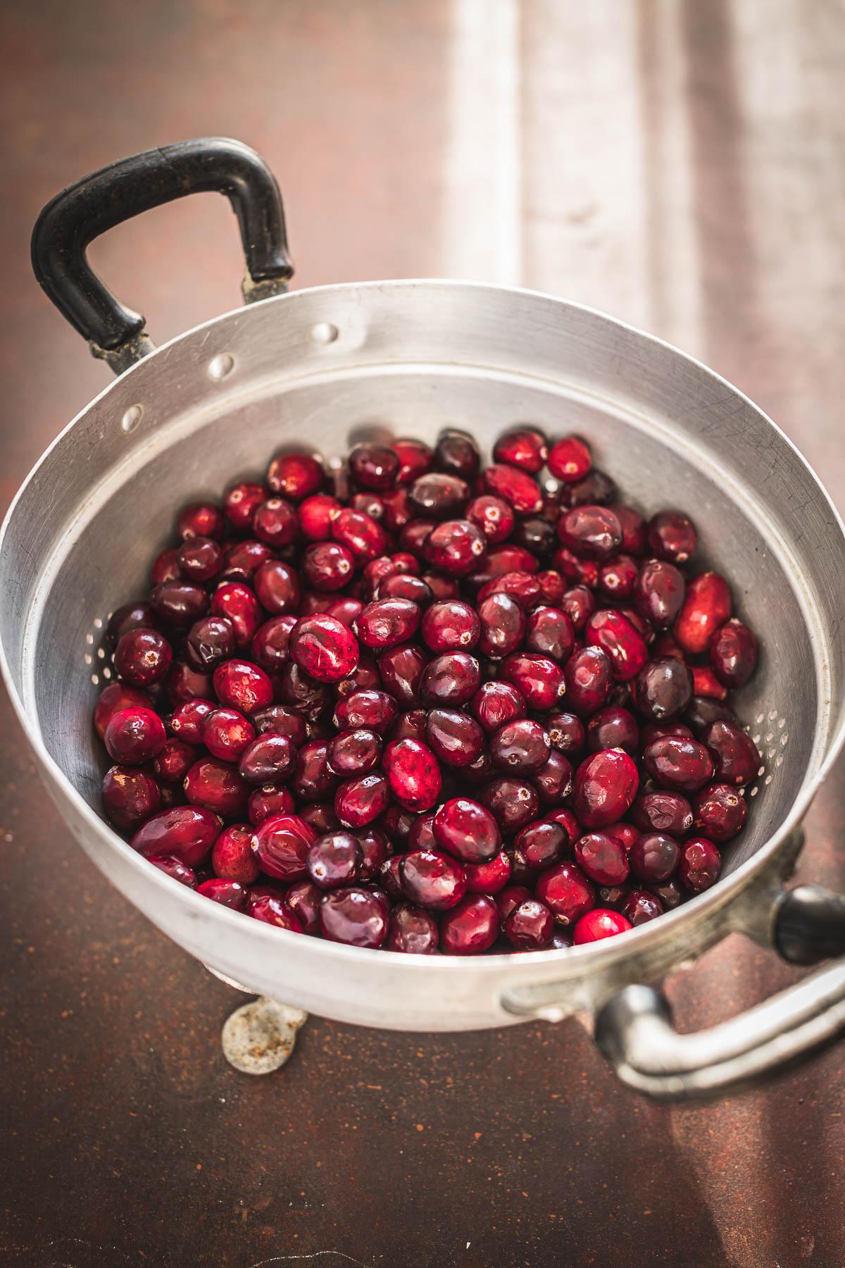how to make Maple Cranberry Sauce recipe for Thanksgiving come fare la salsa di mirtilli rossi ricetta Natale