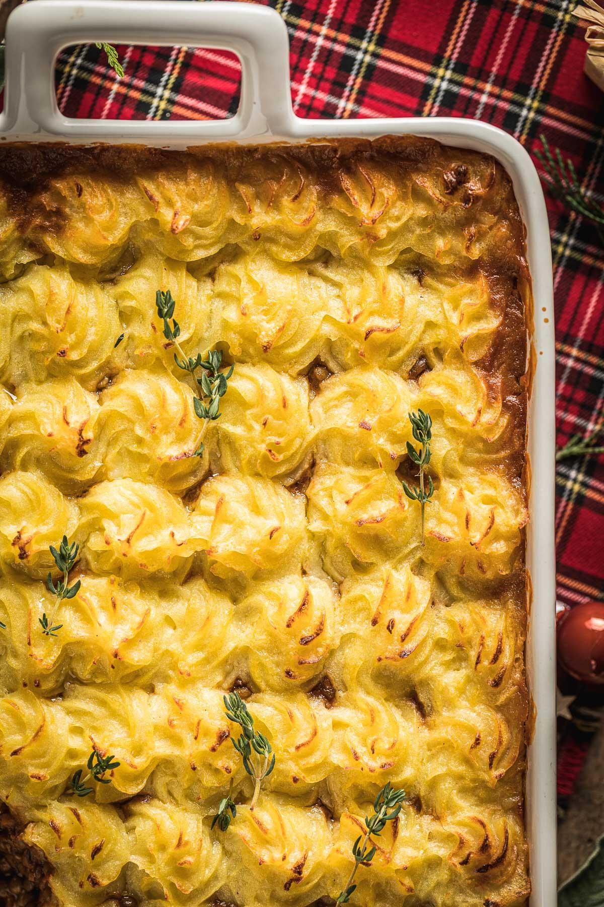 ricetta di Natale Shepherd's Pie vegana di lenticchie con ragù di lenticchie funghi e purè di patate healthy Vegan Shepherd's Pie recipe with lentil ragu for Thanksgiving Christmas