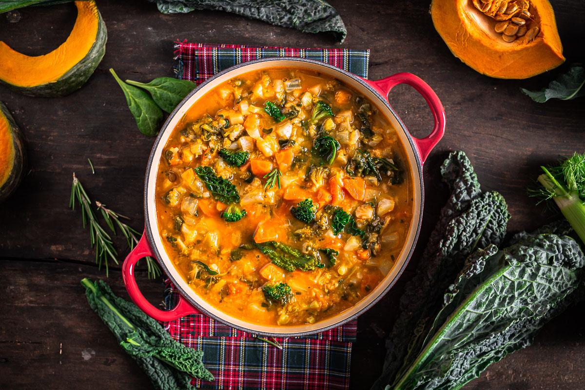 ricetta minestrone di verdure autunnale invernale zuppa di verdure Italian pumpkin cavolo toscano hearty fall minestrone soup recipe