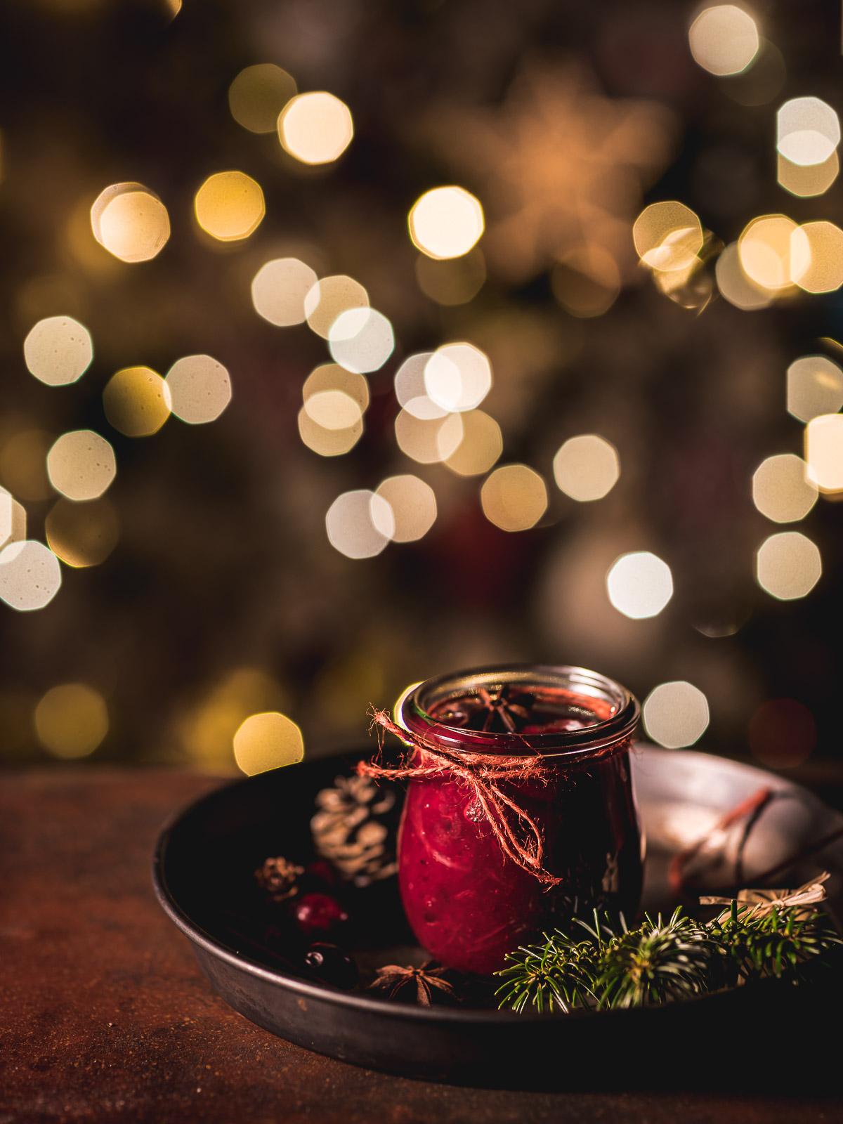 vegan Maple Cranberry Sauce recipe naturally sweetened with maple syrup ricetta salsa di mirtilli rossi per Natale idea regalo salsa cranberry Thanksgiving
