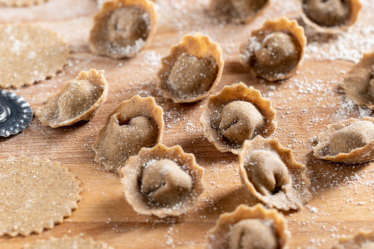 Ricetta Ravioli vegan alle lenticchie e funghi fatti in casa tortelli senza uova per Natale vegan homemade lentil vegan ravioli Christmas vegan fresh pasta