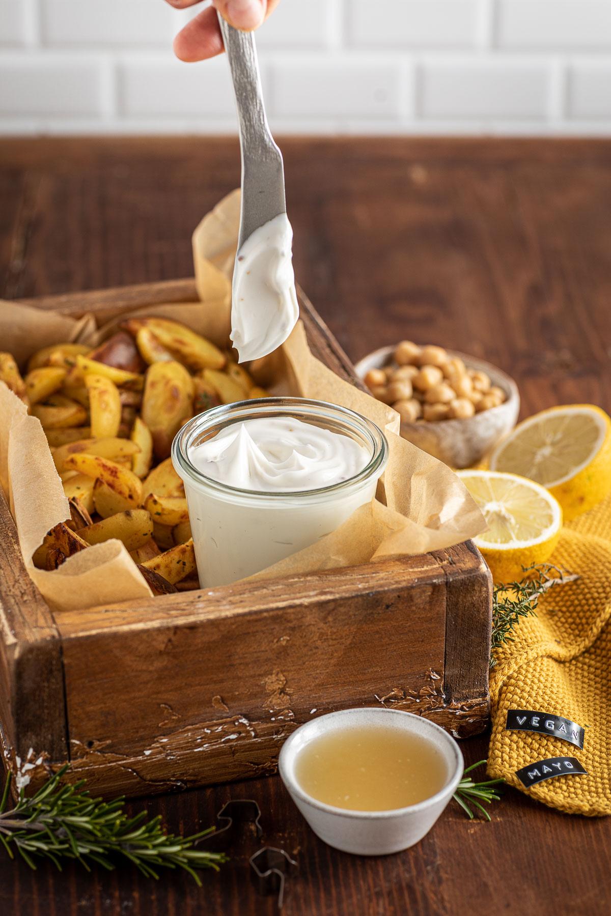 creamy vegan mayo recipe with aquafaba soy-free mayo ready in 2 minutes maionese vegana cremosa senza uova senza soia 2 minuti