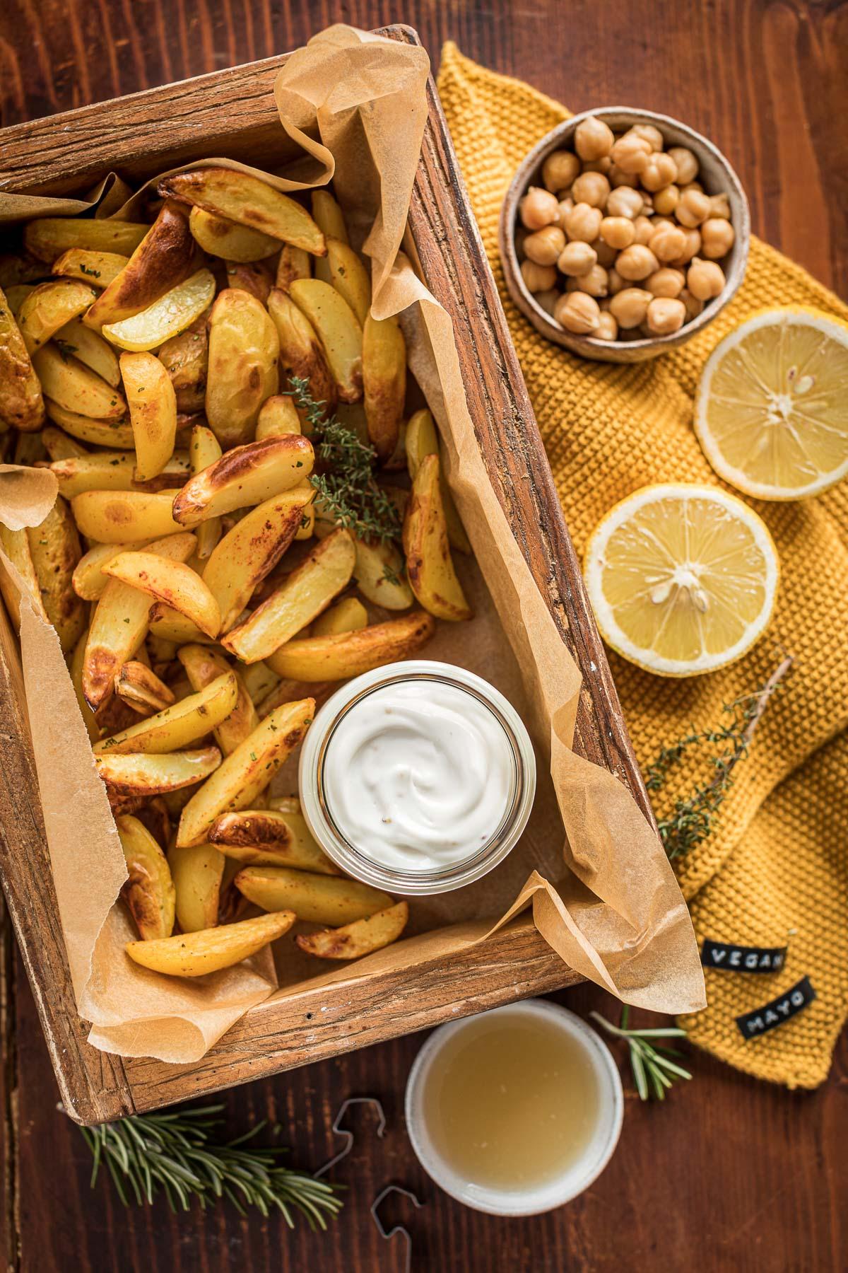 easy vegan mayo with aquafaba with baked poatatoes soy-free mayo ready in 2 minutes ricetta maionese vegana senza uova senza soia con patate al forno