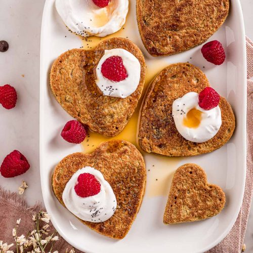 Easy blender gluten-free vegan oat pancakes valentine's day pancakes nut-free recipe ricetta pancakes senza glutine senza uova all'avena e cioccolato facili light Pancakes di San Valentino.jpg