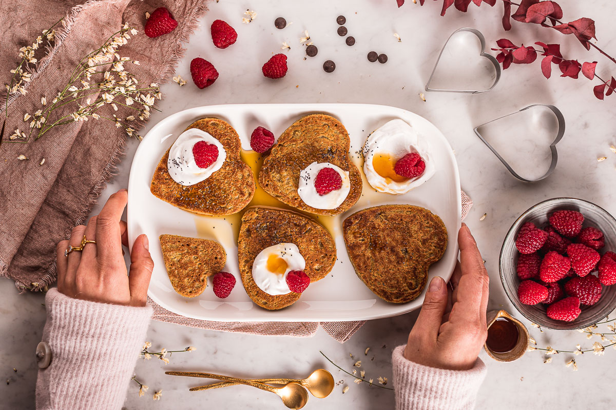 Pancakes vegan senza glutine all'avena e cioccolato facili light senza frutta secca pancakes di San Valentino 1-bowl blender Nut-free gluten-free vegan oat pancakes