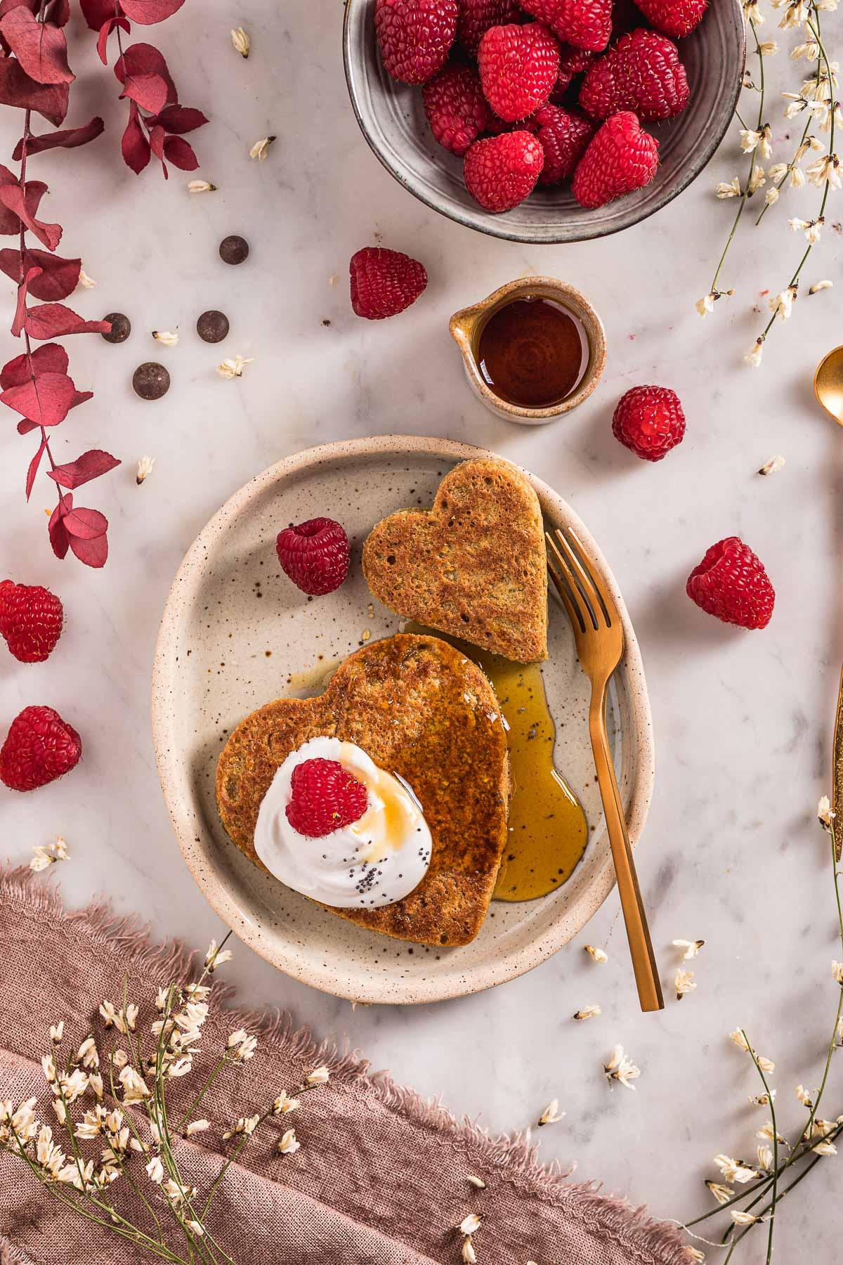 blender gluten-free vegan oat pancakes simple valentine's day pancakes nut-free recipe ricetta pancakes senza glutine senza uova all'avena e cioccolato facili light Pancakes di San Valentino