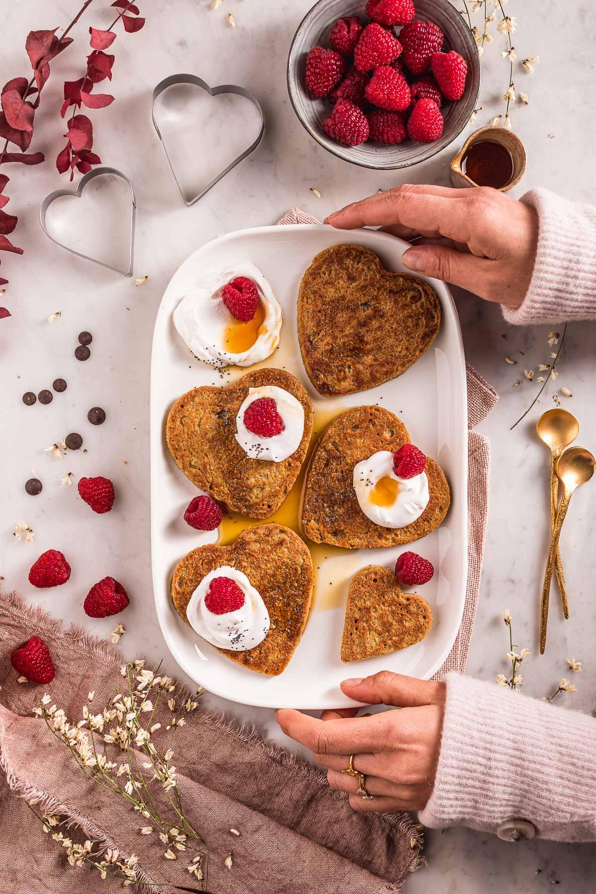 ricetta Pancakes di San Valentino pancakes vegan senza glutine senza uova senza frutta secca Easy gluten-free vegan oat pancakes nut-free recipe