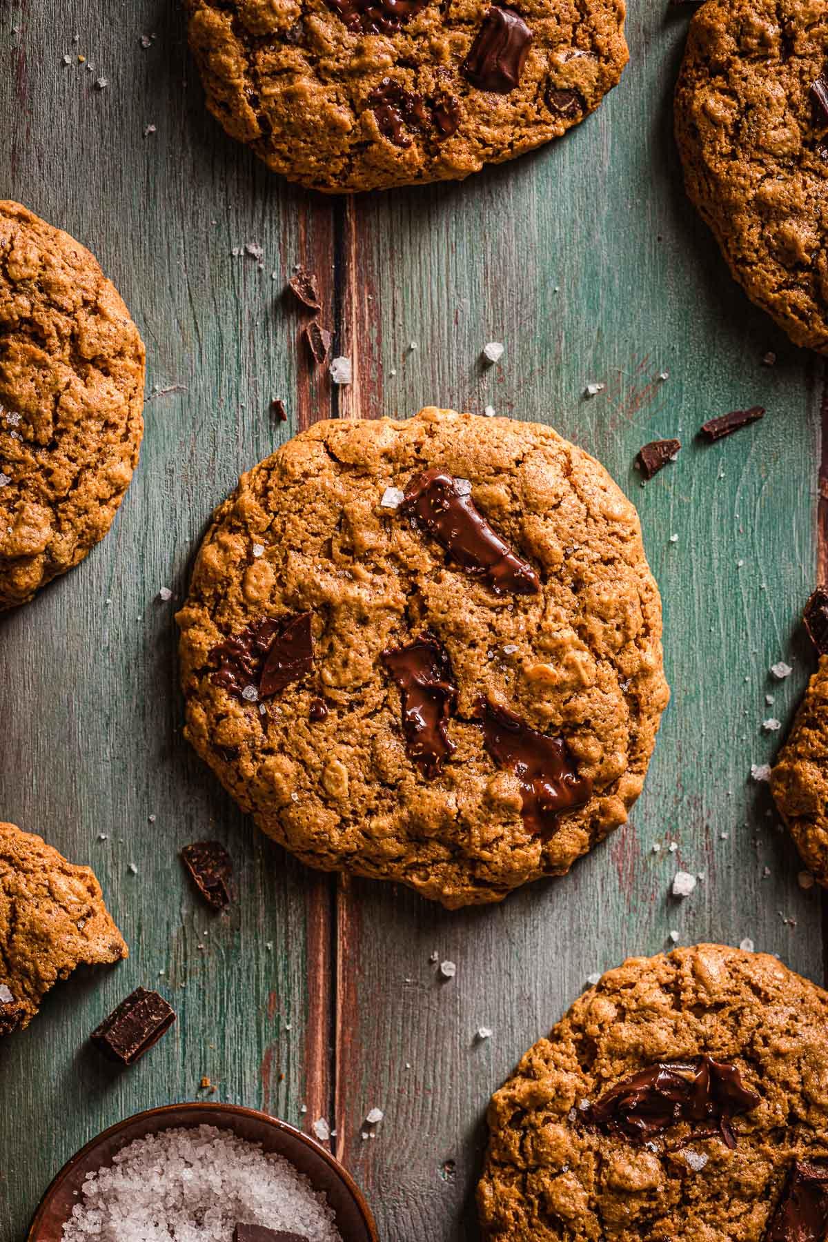 Cookies vegani senza glutine al cioccolato senza olio e ricchi di cioccolato senza zucchero raffinato integrali e sani Healthy Vegan Oatmeal Chocolate Chip Cookies