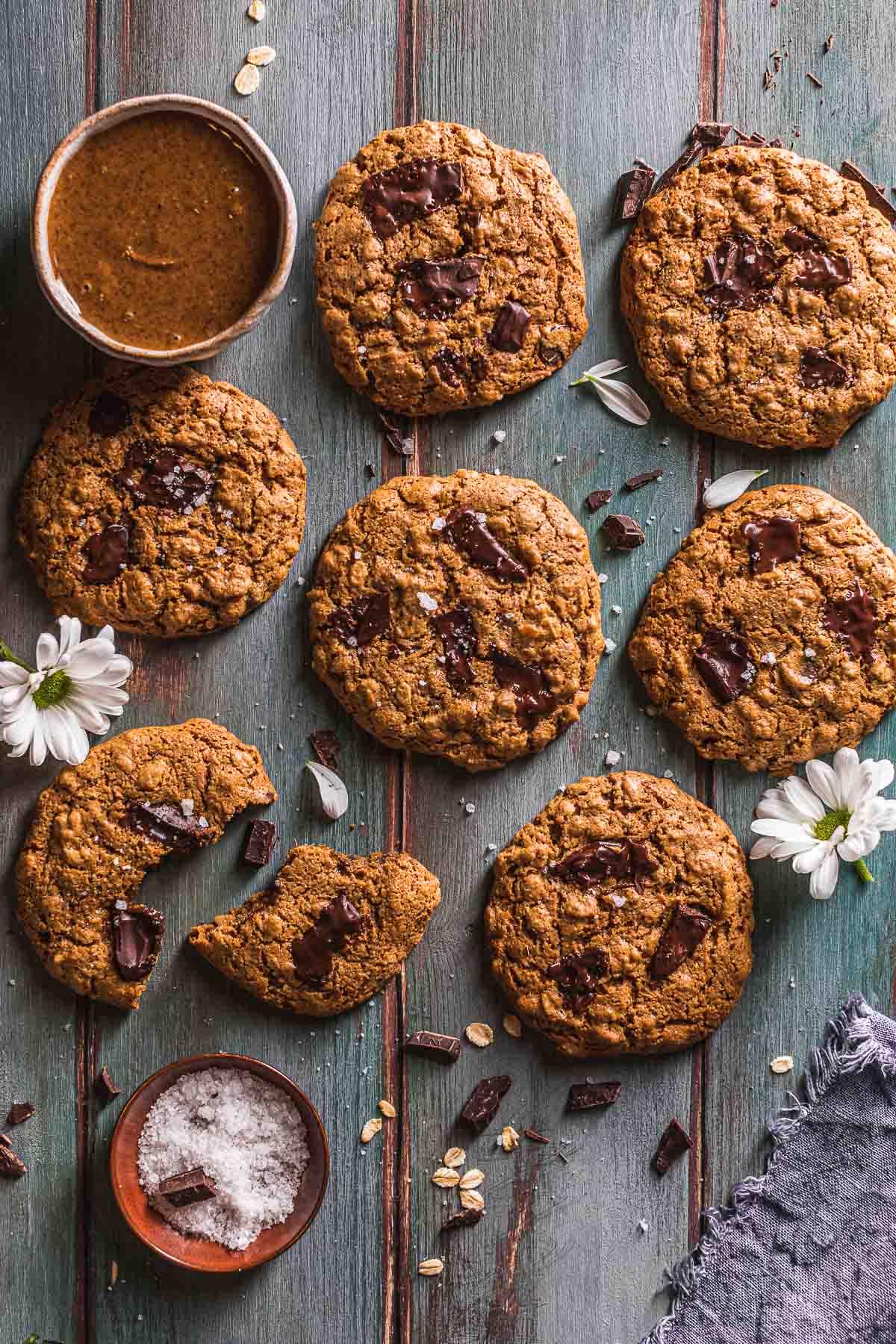 Healthy oil-free almond butter Gluten-free Vegan Oatmeal Chocolate Chip Cookies Cookies vegani senza glutine al cioccolato senza olio al burro di mandorle