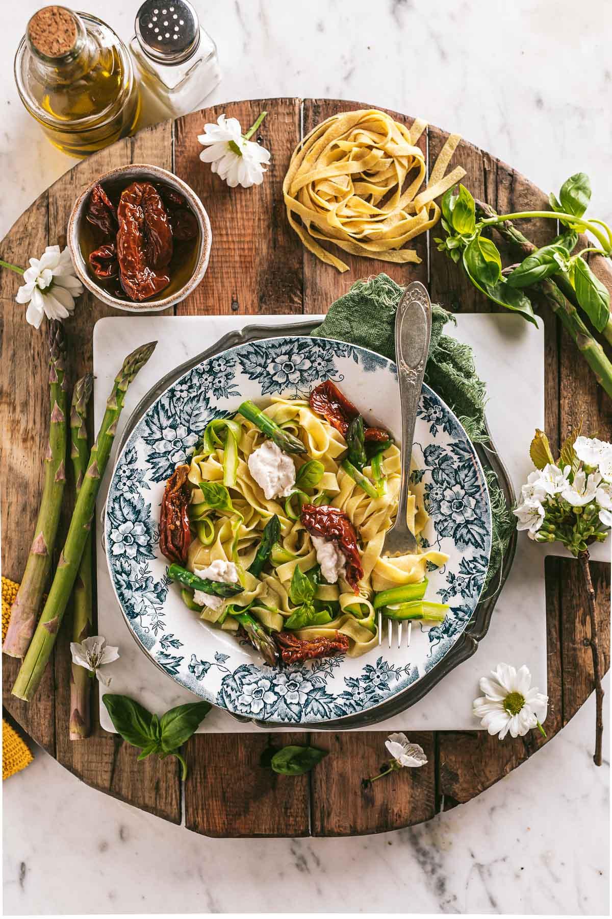 Menu di Pasqua vegan tagliatelle vegan agli asparagi pasta fresca agli asparagi Pomodori Secchi pasta fresca Vegan Sun Dried Tomato Asparagus Tagliatelle vegan fresh pasta Easter