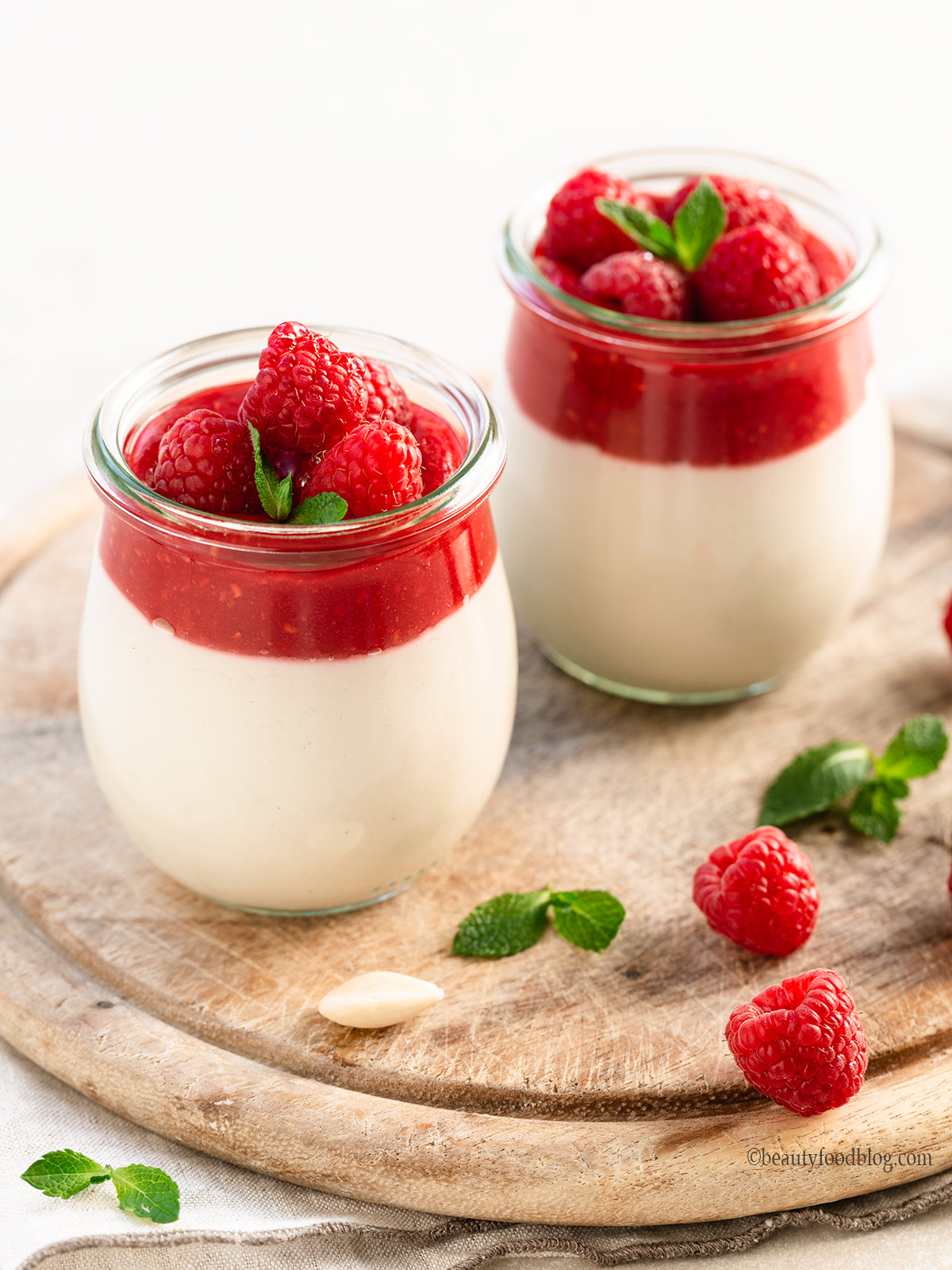 Vegan Raspberry Almond Panna Cotta Panna Cotta Vegan alle Mandorle e Lamponi