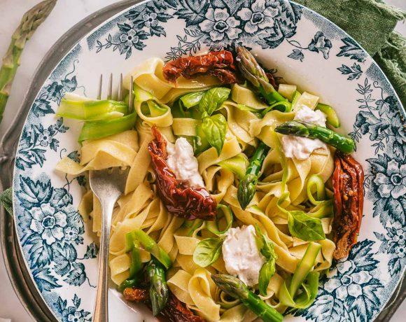 Ricetta Tagliatelle Senza Uova agli Asparagi con Pomodori Secchi pasta fresca Vegan Sun Dried Tomato Asparagus Tagliatelle recipe vegan fresh pasta