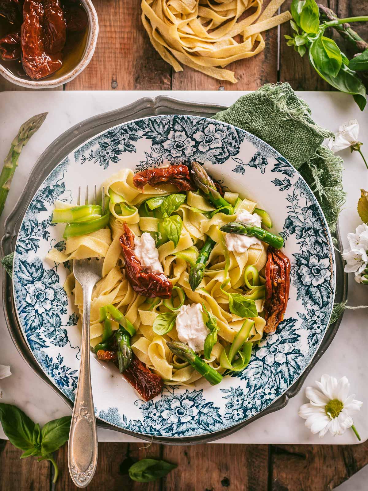 Tagliatelle vegan agli asparagi pasta fresca vegan asparagus tagliatelle menu di pasqua tagliatelle primaverili
