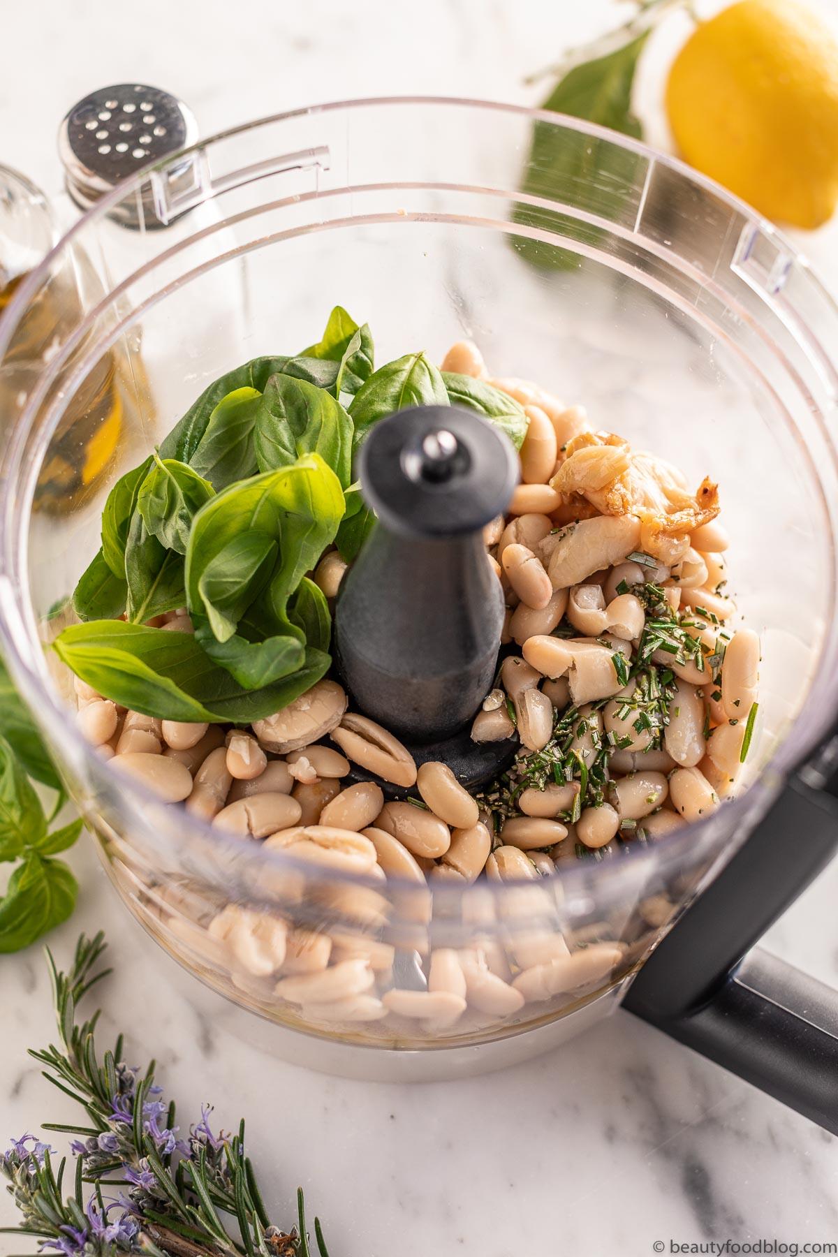how to make Roasted Garlic and White Bean Dip with Rosemary come fare l'Hummus di Fagioli Bianchi e Aglio Arrostito