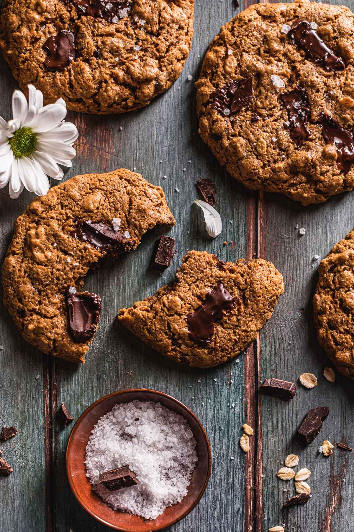 oil-free almond butter Gluten-free healthy Vegan Oatmeal Chocolate Chip Cookies Cookies vegani senza glutine al cioccolato senza olio al burro di mandorle
