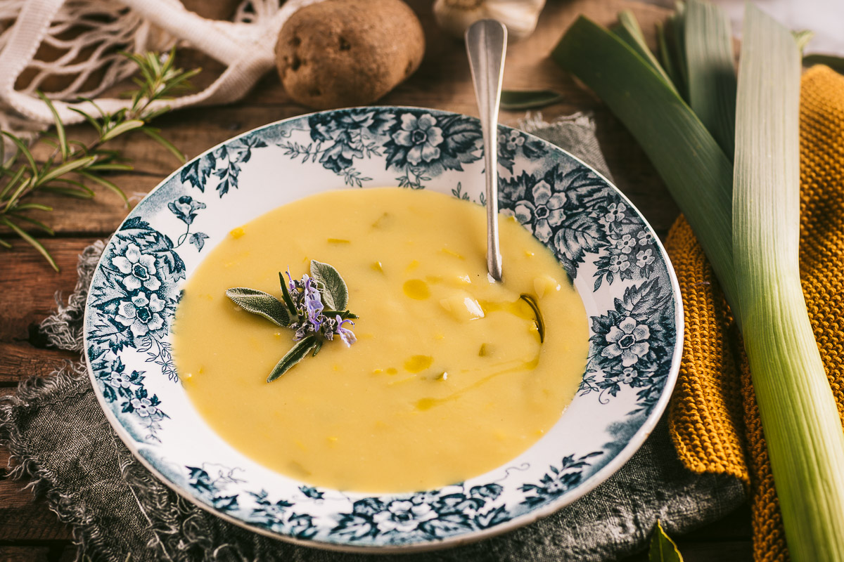 Healthy Creamy Vegan Potato Leek Soup recipe ricetta Crema di Porri e Patate Vegan senza panna senza burro