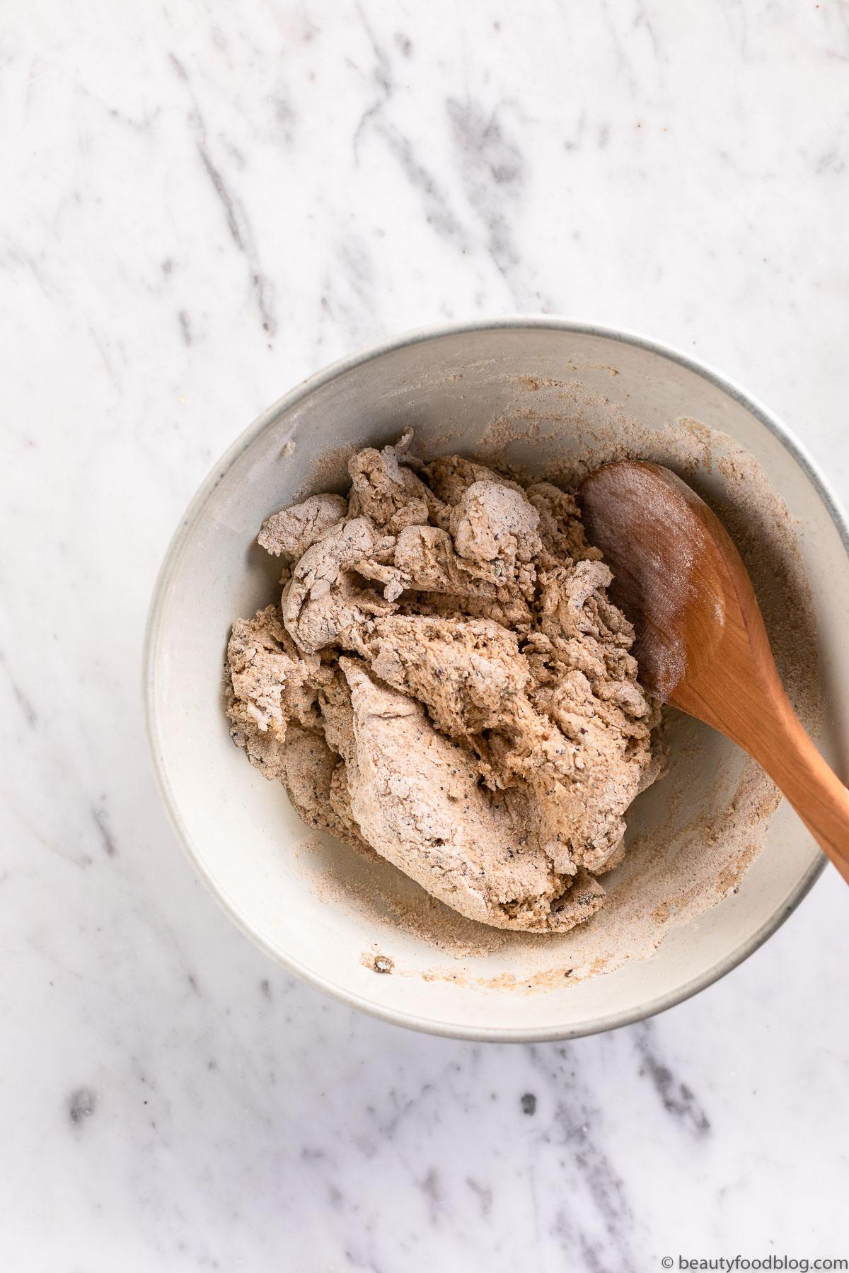 ciotola con impasto farine bowl with bread mixture