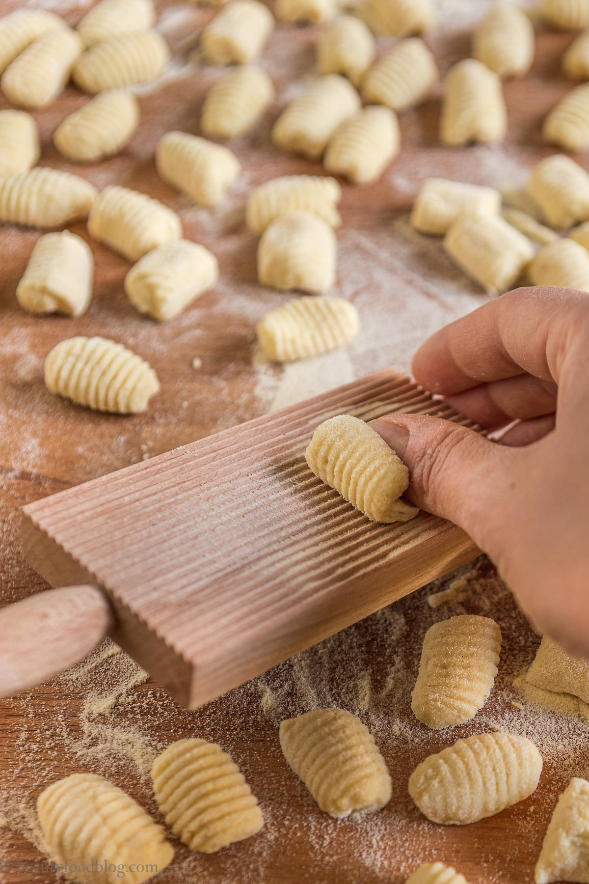 making gnocchi preparazione gnocchi rigati a mano