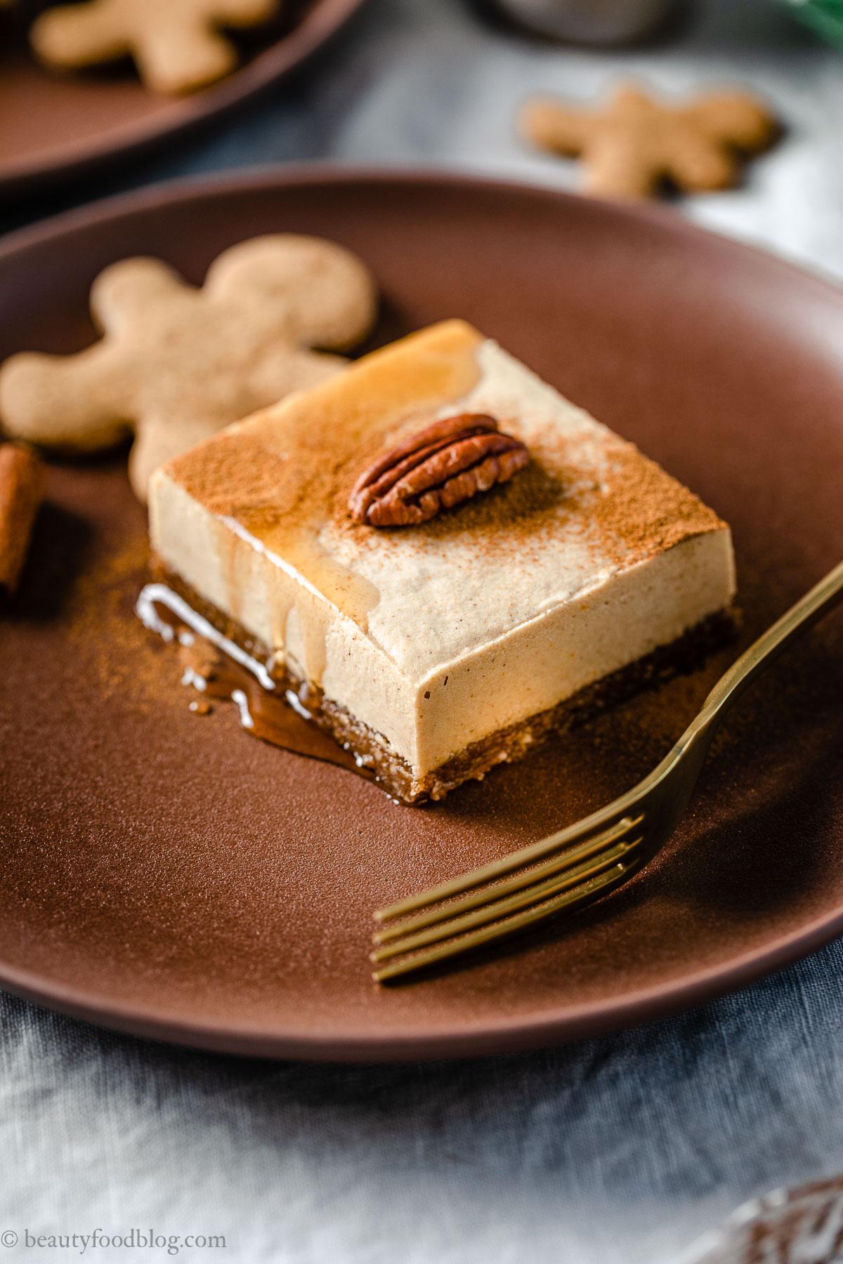 ricetta cremosa cheesecake al pan di zenzero senza cottura creamy gluten-free vegan no-bake gingerbread cheesecake