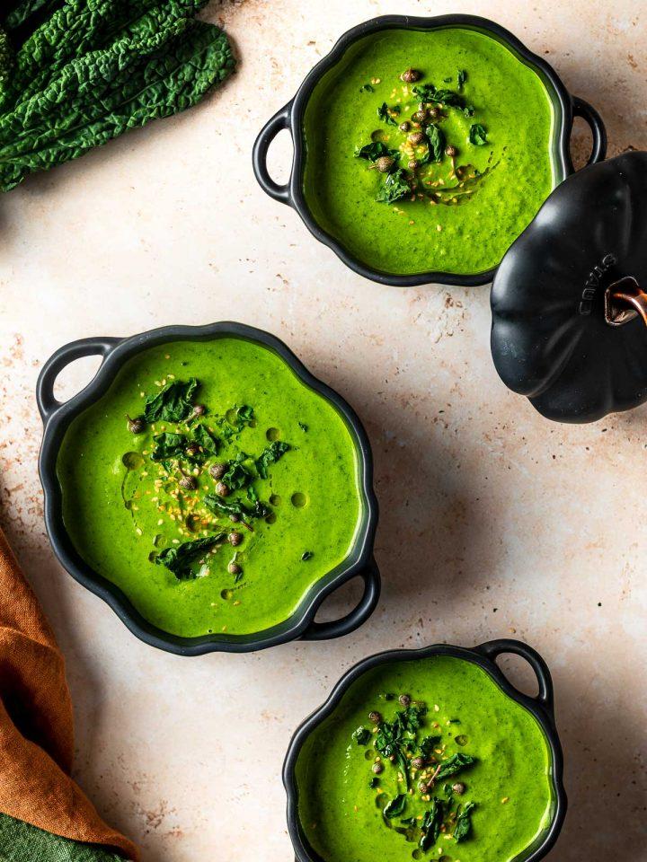 ciotole con crema di broccoli light bowls with green detox broccoli soup