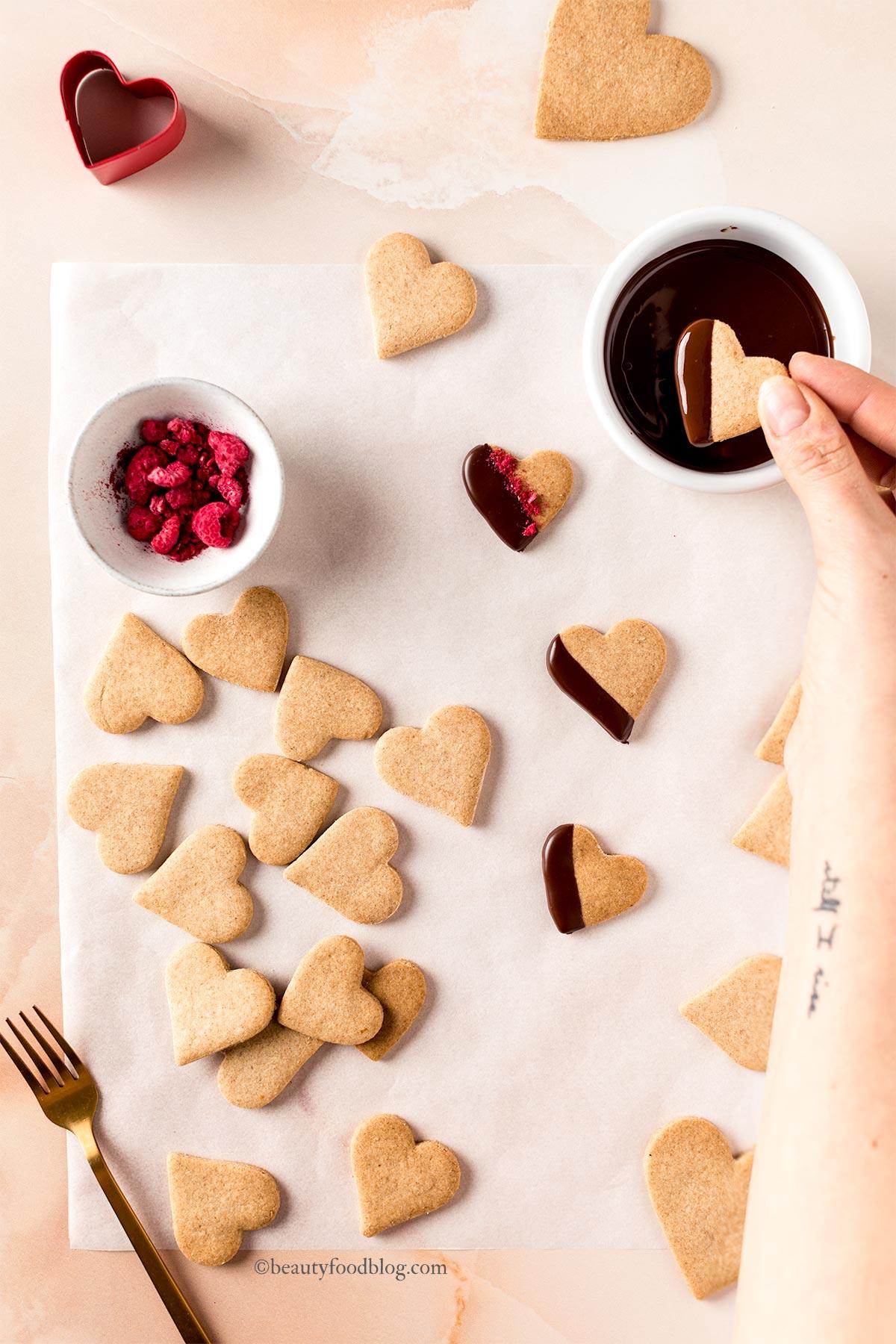 come fare i frollini vegani biscotti di pasta frolla vegana senza uova senza burro integrali al cioccolato how to make chocolate italian vegan shortbread cookies