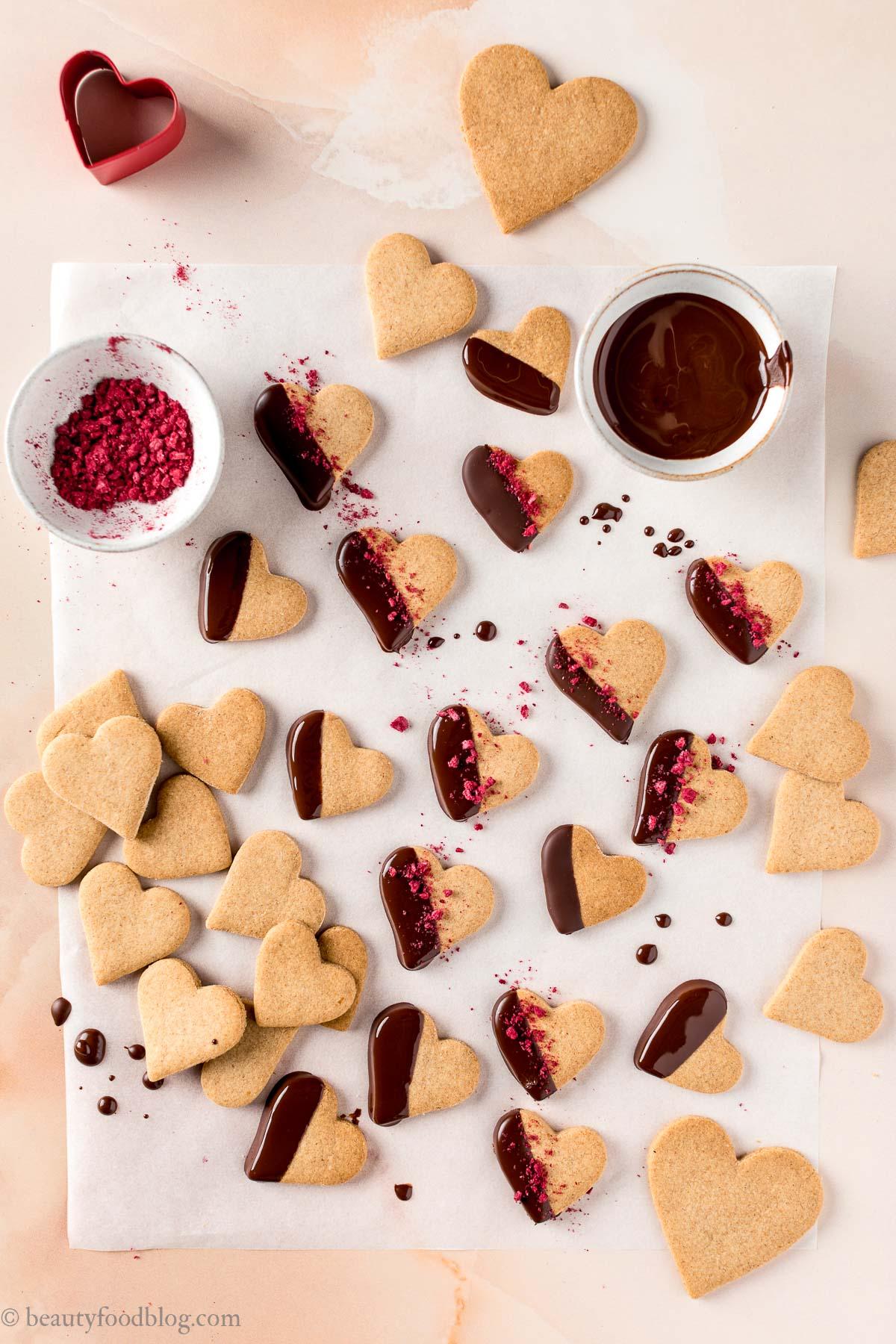 ricetta biscotti di pasta frolla vegana integrale senza uova senza burro per san valentino valentines day vegan shortbread cookies