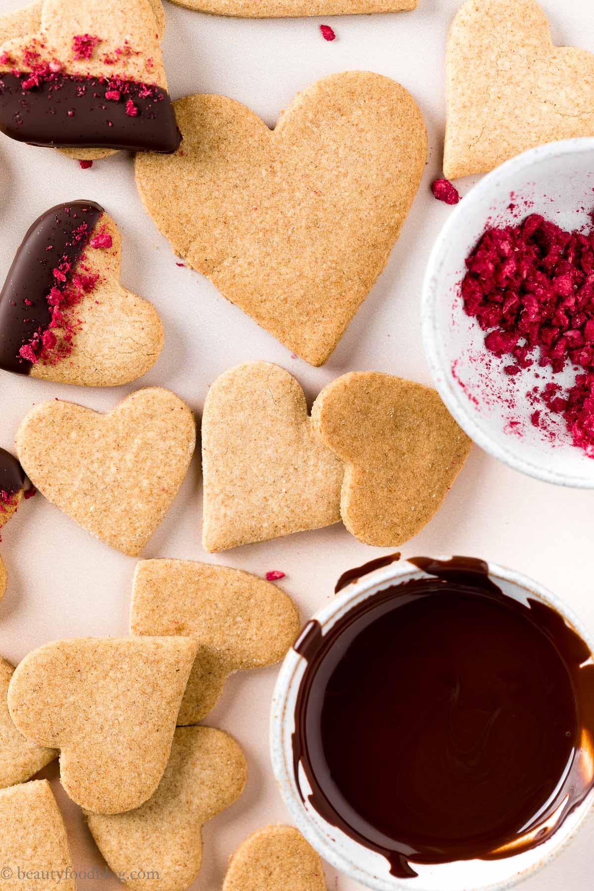 vegan Valentines Day vegan shortbread cookies ricetta frollini vegani biscotti di pasta frolla vegana integrale senza uova senza burro per San Valentino