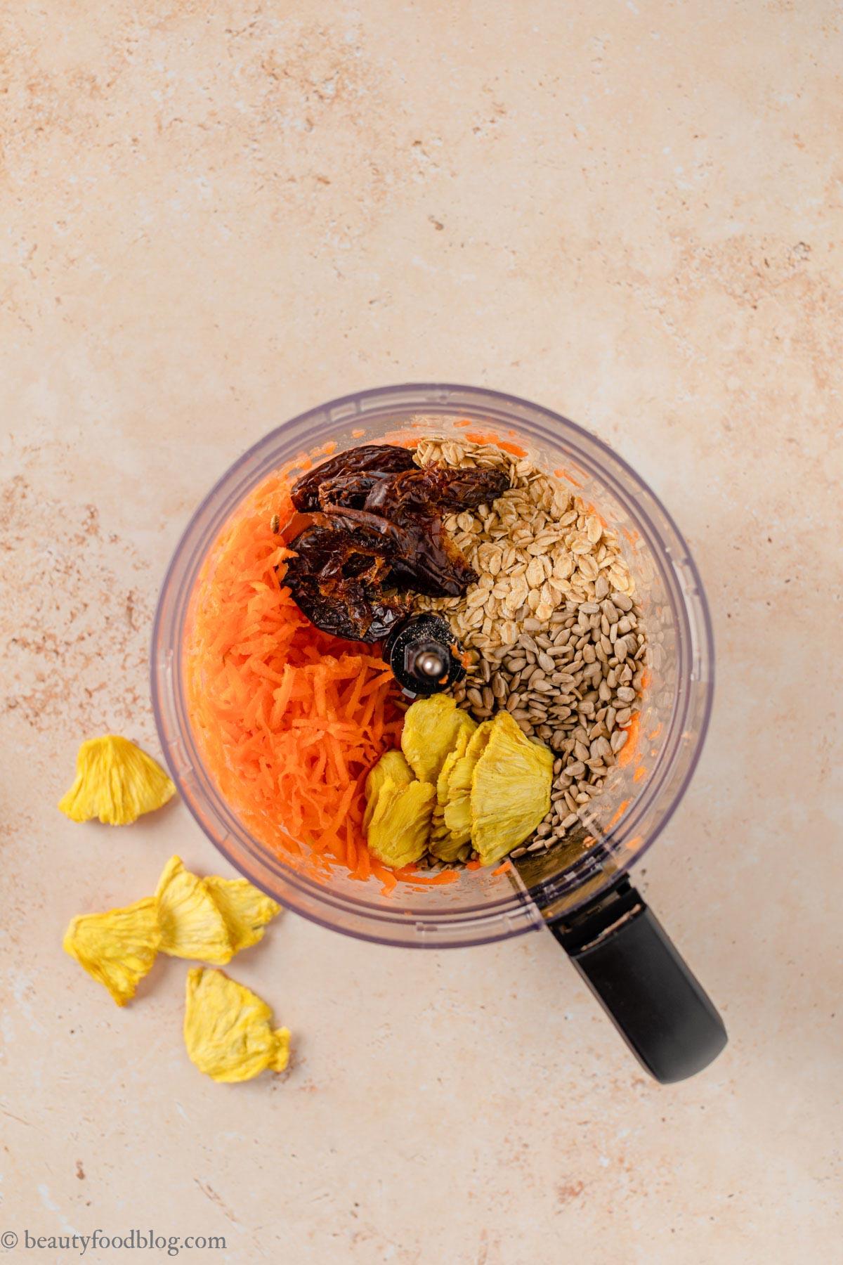 ricetta energy balls alle carote senza frutta secca senza zuccheri aggiunti no-bake nut-free vegan carrot cake bites recipe