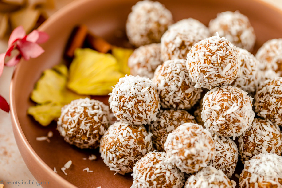 ricetta energy balls alle carote senza zuccheri healthy vegan carrot cake bites