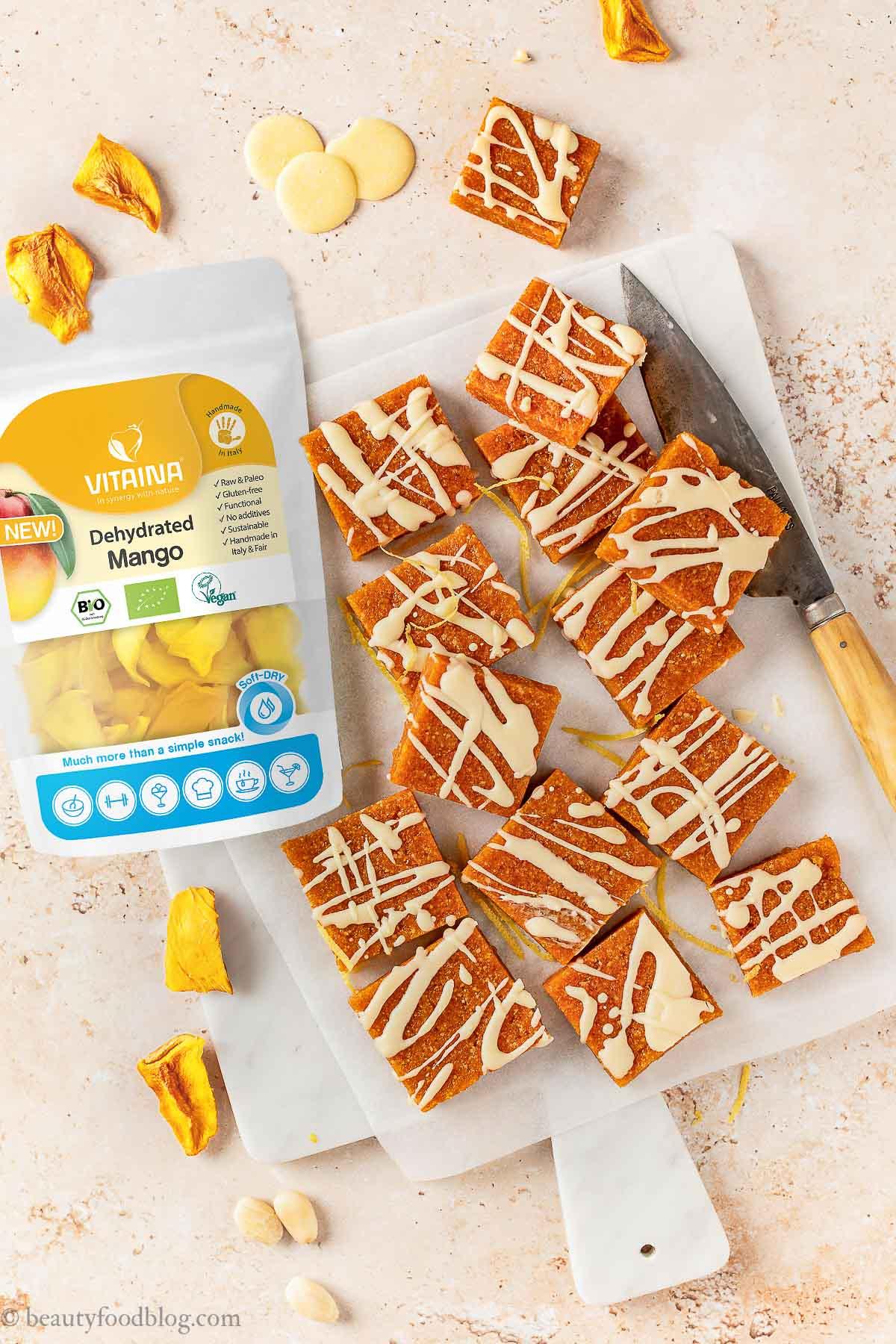 barrette energetiche alle albicocche e mandorle senza zucchero con Mango Vitaina apricot almond energy bars sugar-free