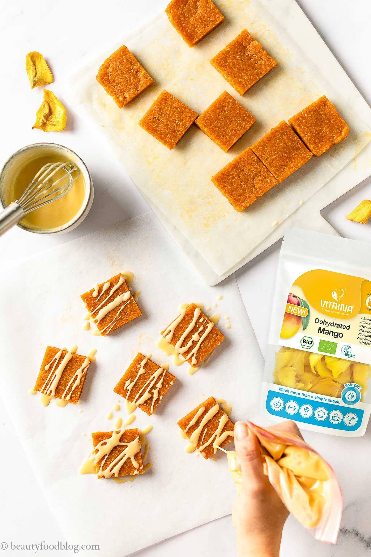 come fare barrette energetiche alle albicocche e mandorle senza zucchero con Mango Vitaina energy bars sugar-free