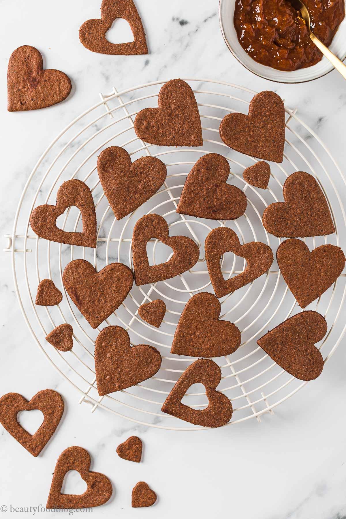Frollini vegani senza glutine al cacao e caffè biscotti senza burro gluten-free vegan chocolate almond Linzer cookies