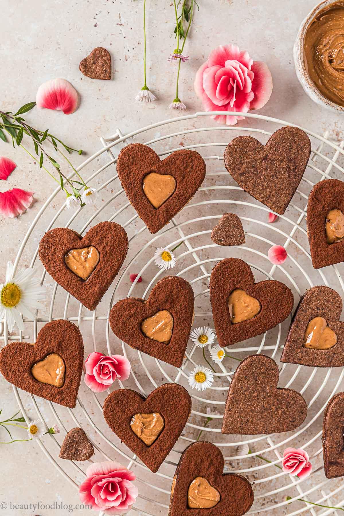 Frollini vegani senza glutine al cacao e caffè gluten-free vegan chocolate almond Linzer cookies espresso coffee