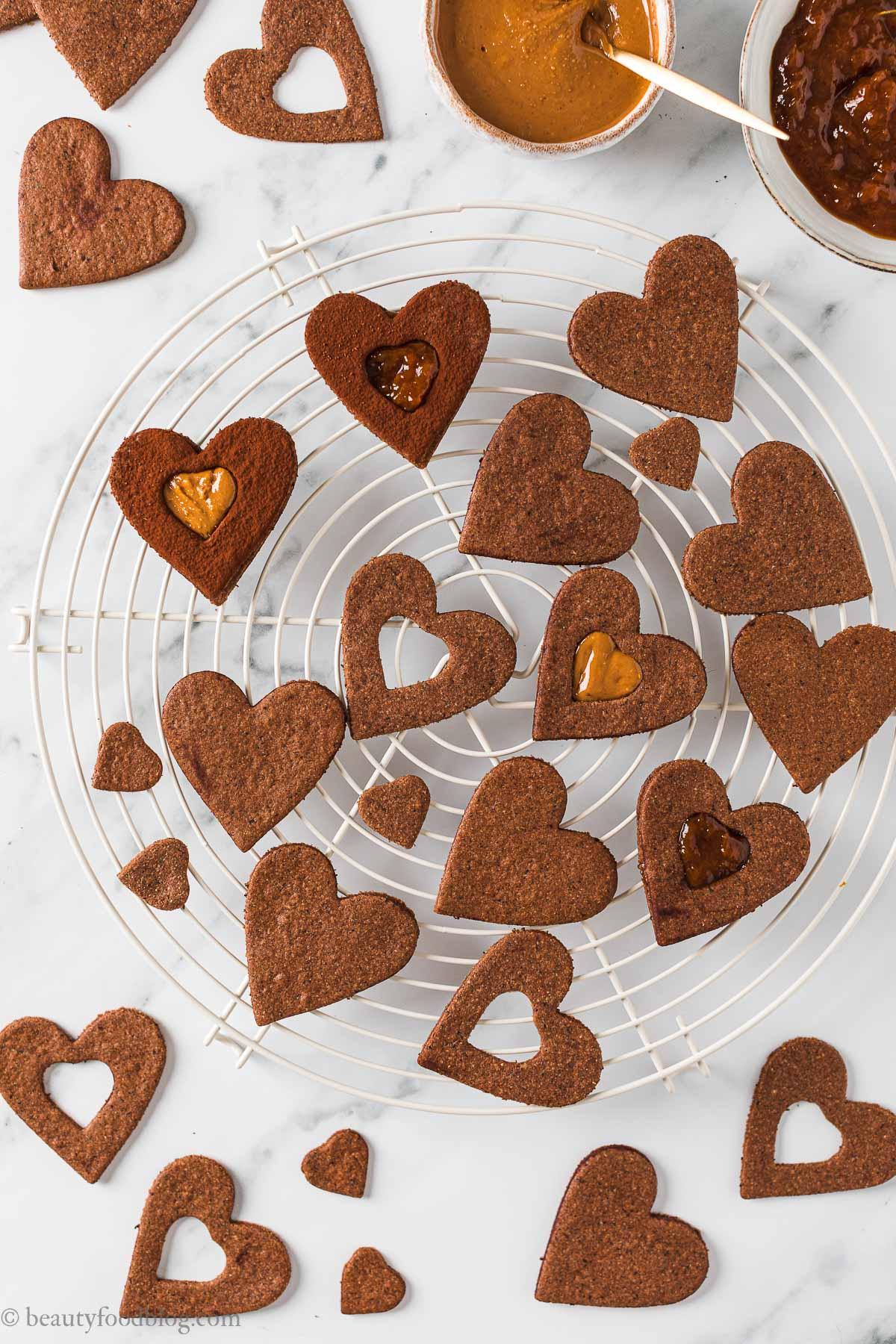 Ricetta Frollini vegani senza glutine al cacao e caffè biscotti gluten-free vegan chocolate almond Linzer cookies recipe