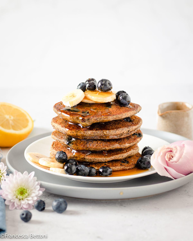 gluten-free Vegan Banana Blueberry Pancakes recipe buckwheat ricetta PANCAKES BANANA e MIRTILLI SENZA GLIUTINE senza uova vegani