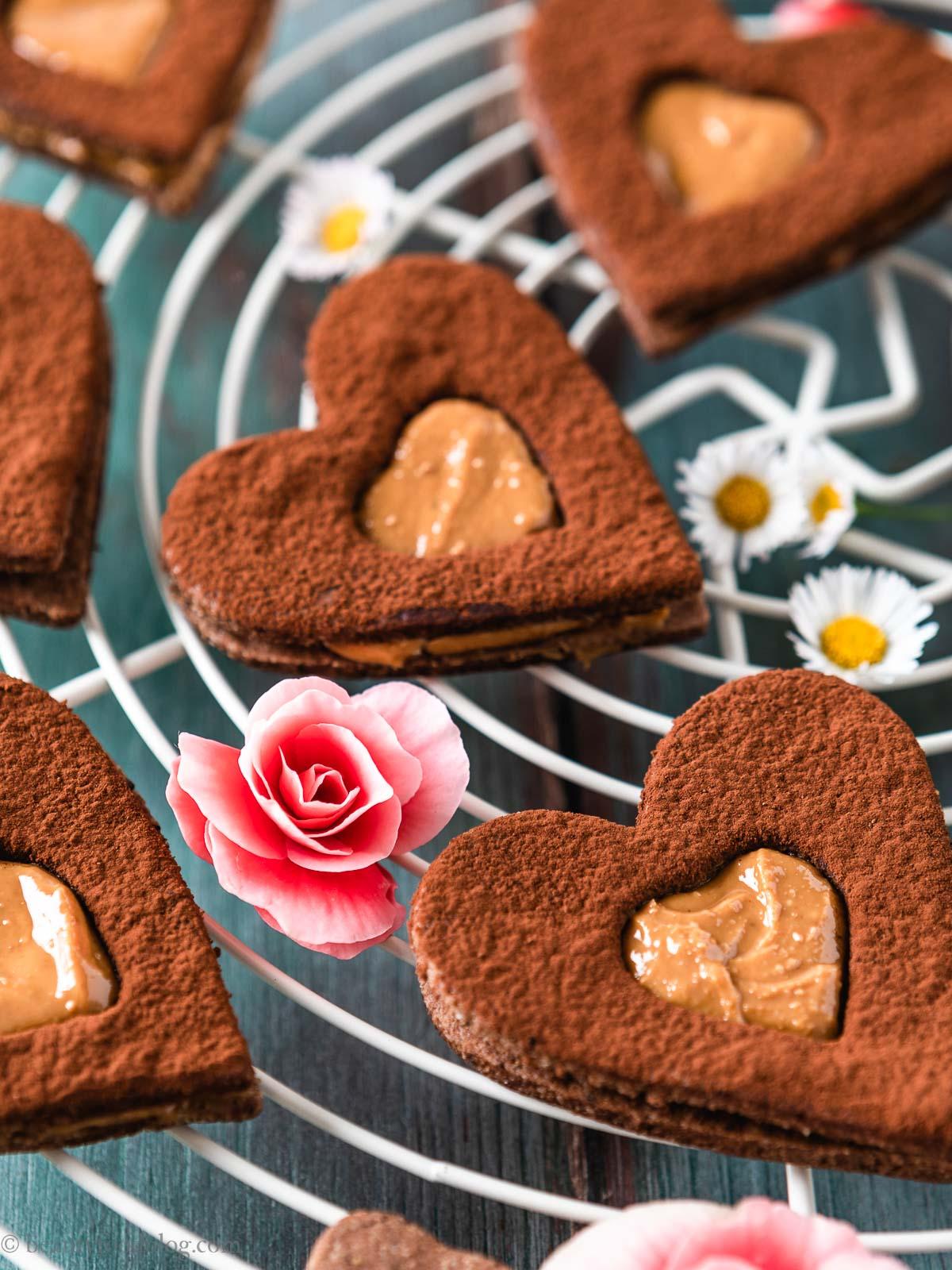 gluten-free vegan chocolate almond Linzer cookies recipe ricetta biscotti frollini vegani senza glutine al cacao e caffè