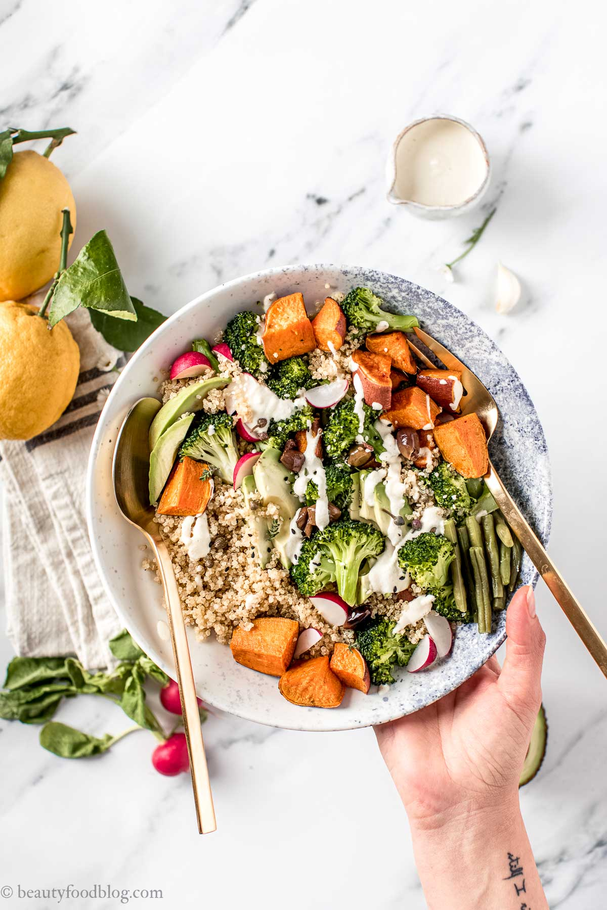ricetta BUDDHA BOWL QUINOA e BROCCOLI primaverile senza glutine vegan Sweet Potato Broccoli Buddha Bowl with creamy ginger dressing