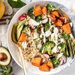 ricetta BUDDHA BOWL QUINOA e BROCCOLI primaverile senza glutine vegan Sweet Potato Broccoli Buddha Bowl with ginger dressing