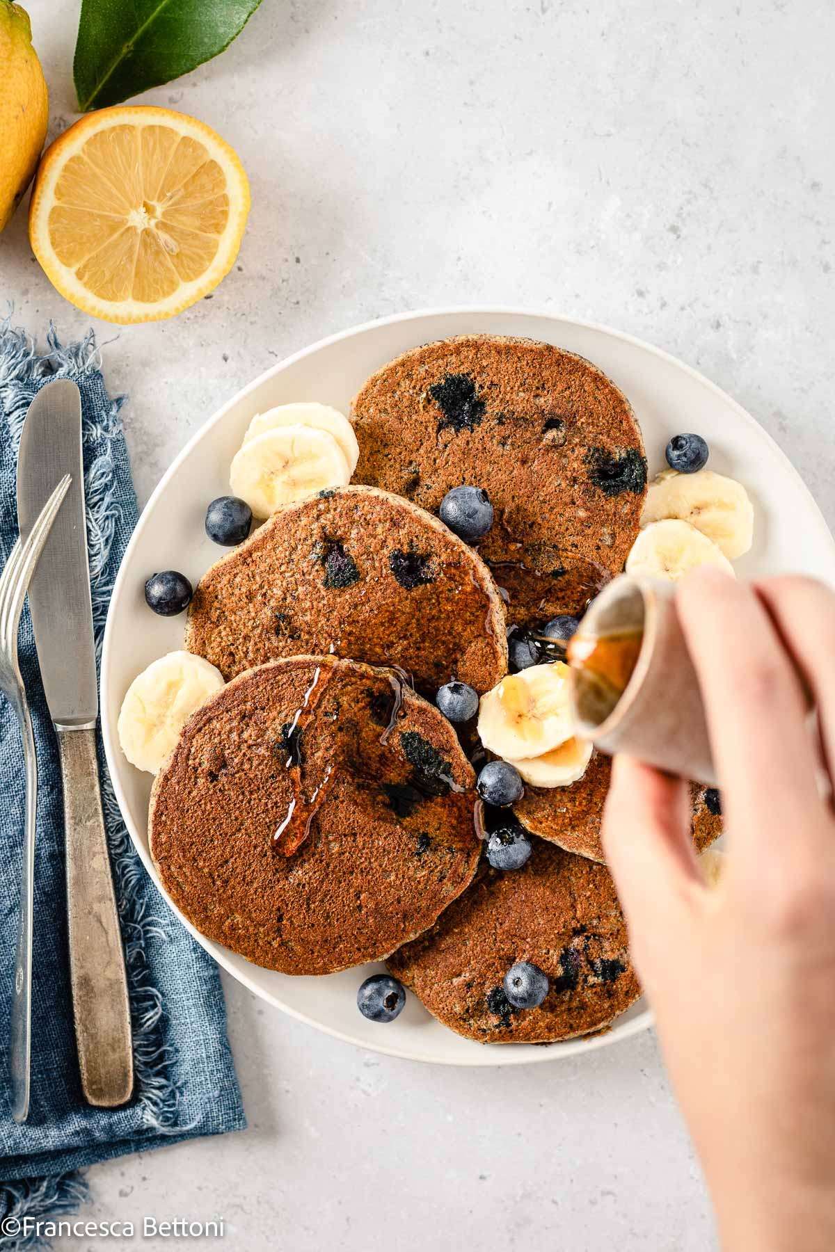 ricetta PANCAKES BANANA e MIRTILLI SENZA GLIUTINE senza uova gluten-free Vegan Banana Blueberry Pancakes recipe