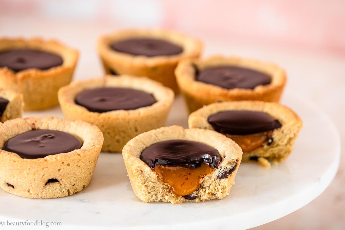 vegan chocolate chip cookie cups recipe biscotti ripieni al cioccolato vegani